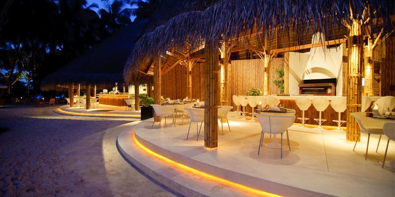 dining at kuramathi island resort - luxury maldives holidays